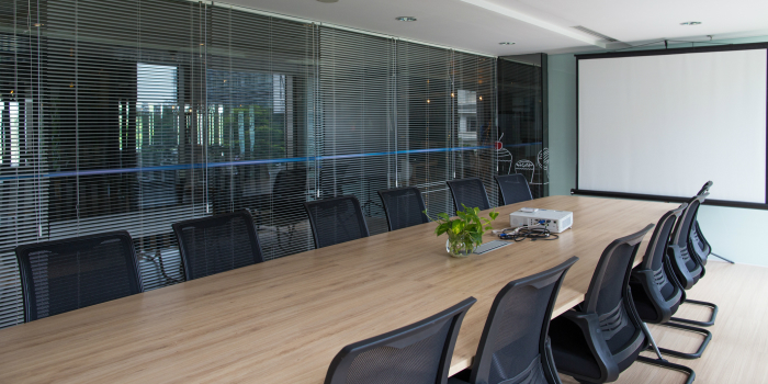 An image of an empty boardroom.